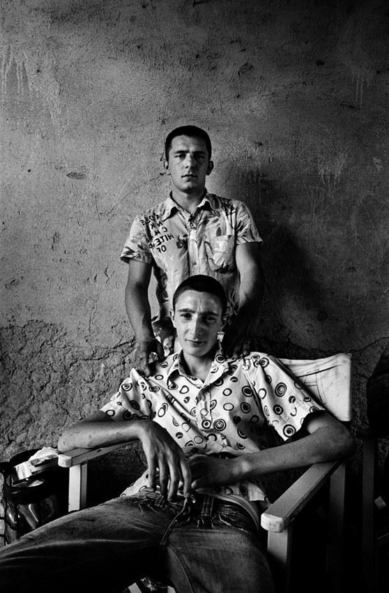 Ciro Petrone e Marco Macor in una foto di scena di Gomorra, di Matteo Garrone (2008) © Mario Spada