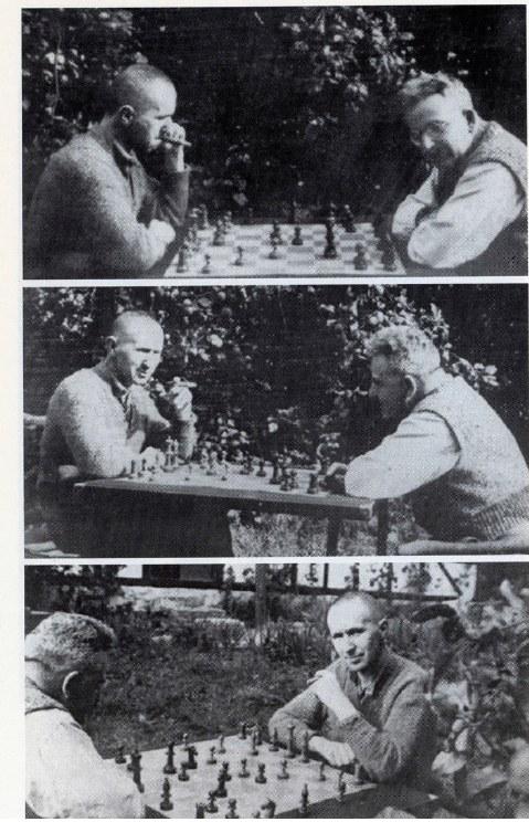 Bertolt Brecht e Walter Benjamin giocano a scacchi nel giardino della casa di Brecht a Skovsbostrand, in Danimarca, nel 1934 foto Brecht Archive