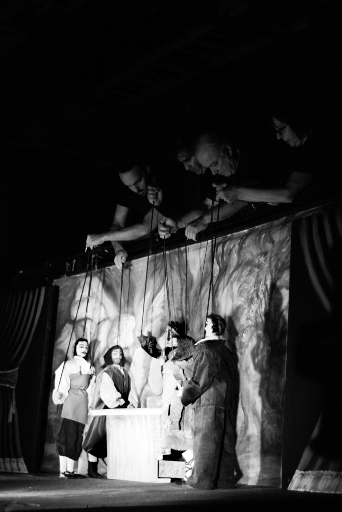 Fig. 1 Fratelli Napoli, Astratti furori siciliani, Teatro Coppola, 2013 ©Chiara Scattina