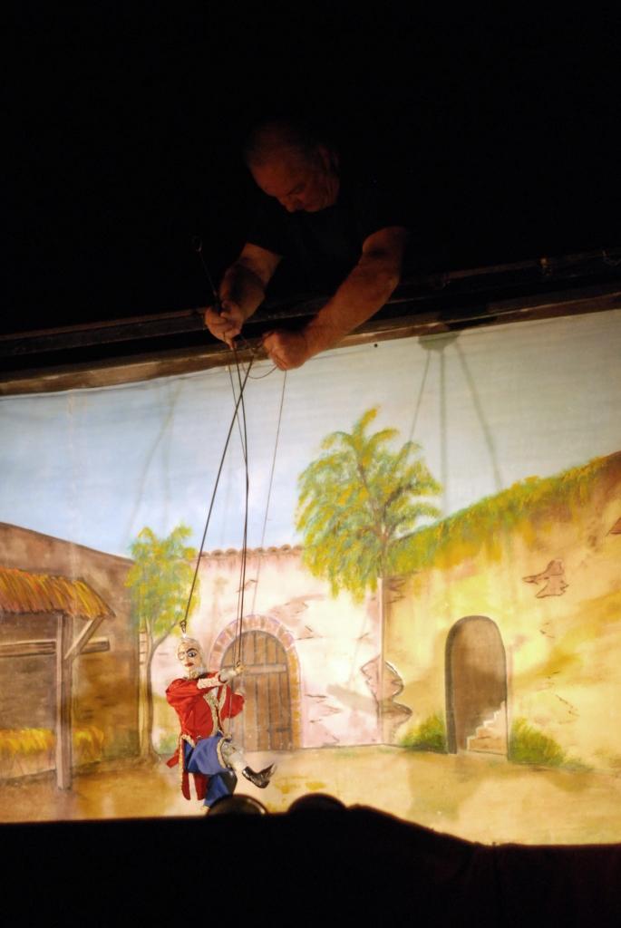Fig. 7 Fratelli Napoli, Astratti furori siciliani, Teatro Coppola, 2013 ©Chiara Scattina