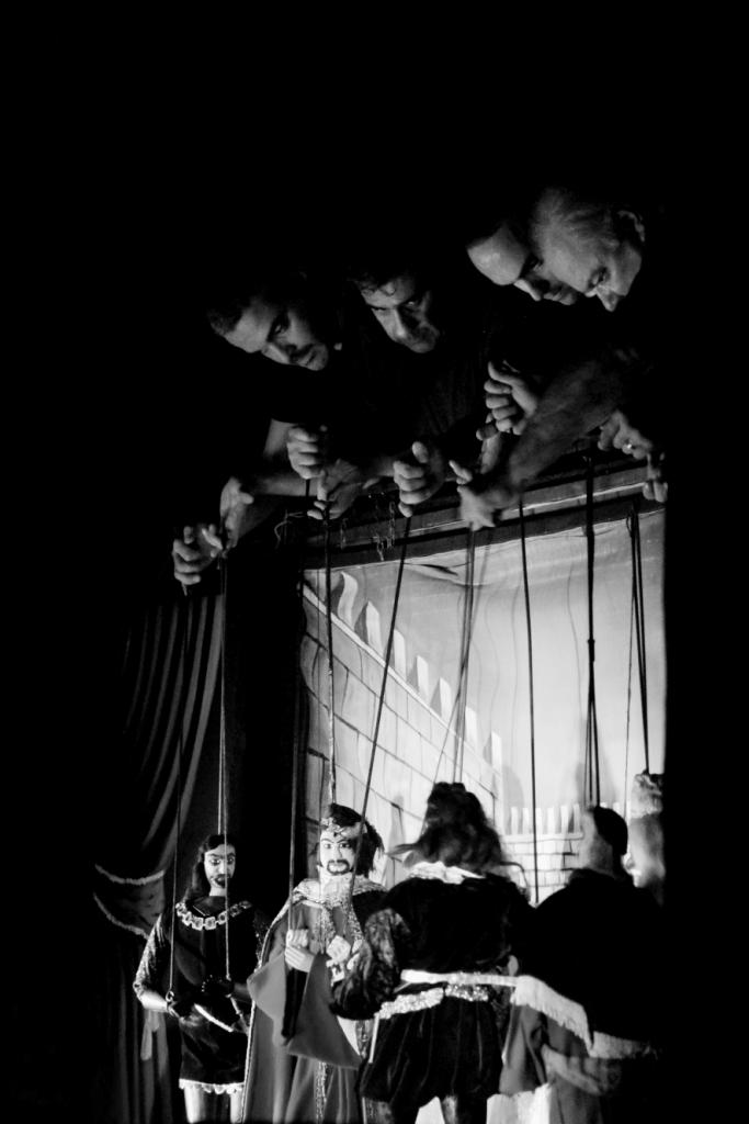 Fig. 8 Fratelli Napoli, Astratti furori siciliani, Teatro Coppola, 2013 ©Chiara Scattina