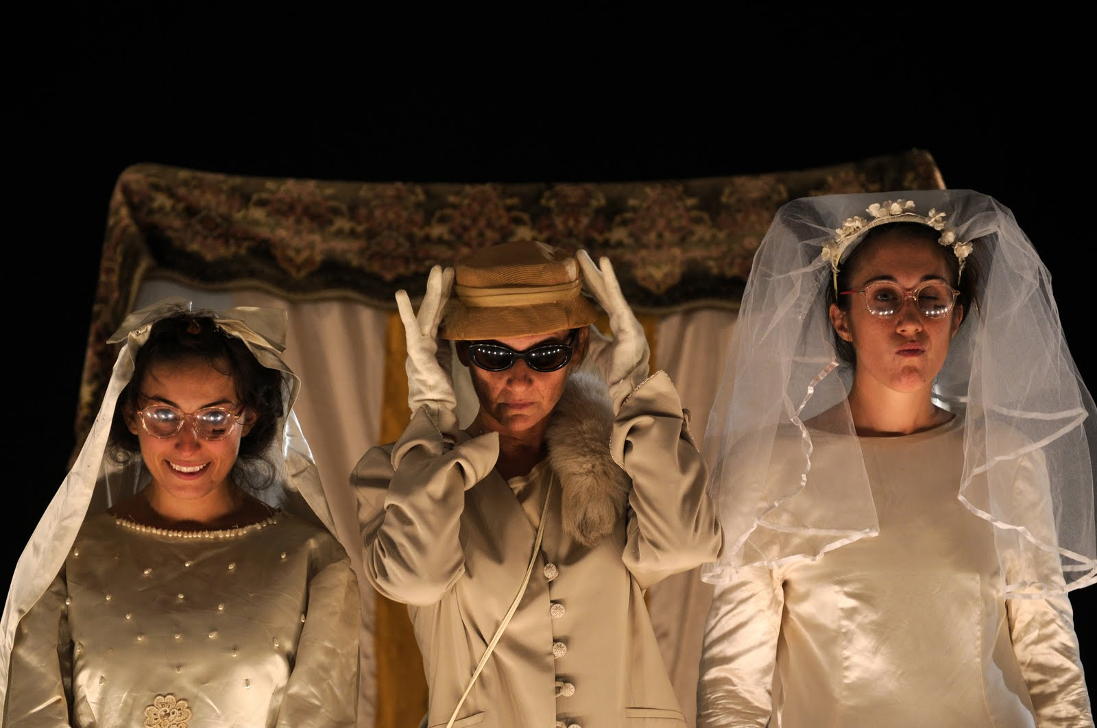Anastasia, Genoveffa e Cenerentola, foto di scena di Carmine Maringola (2010)