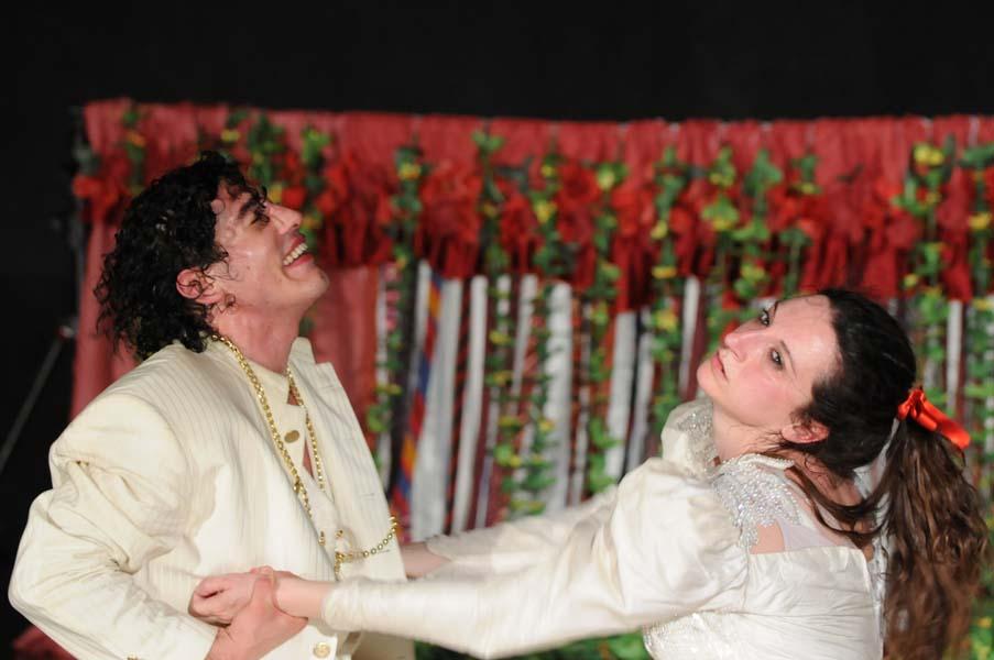 Gli alti e bassi di Biancaneve, foto di scena di Carmine Maringola (2012)