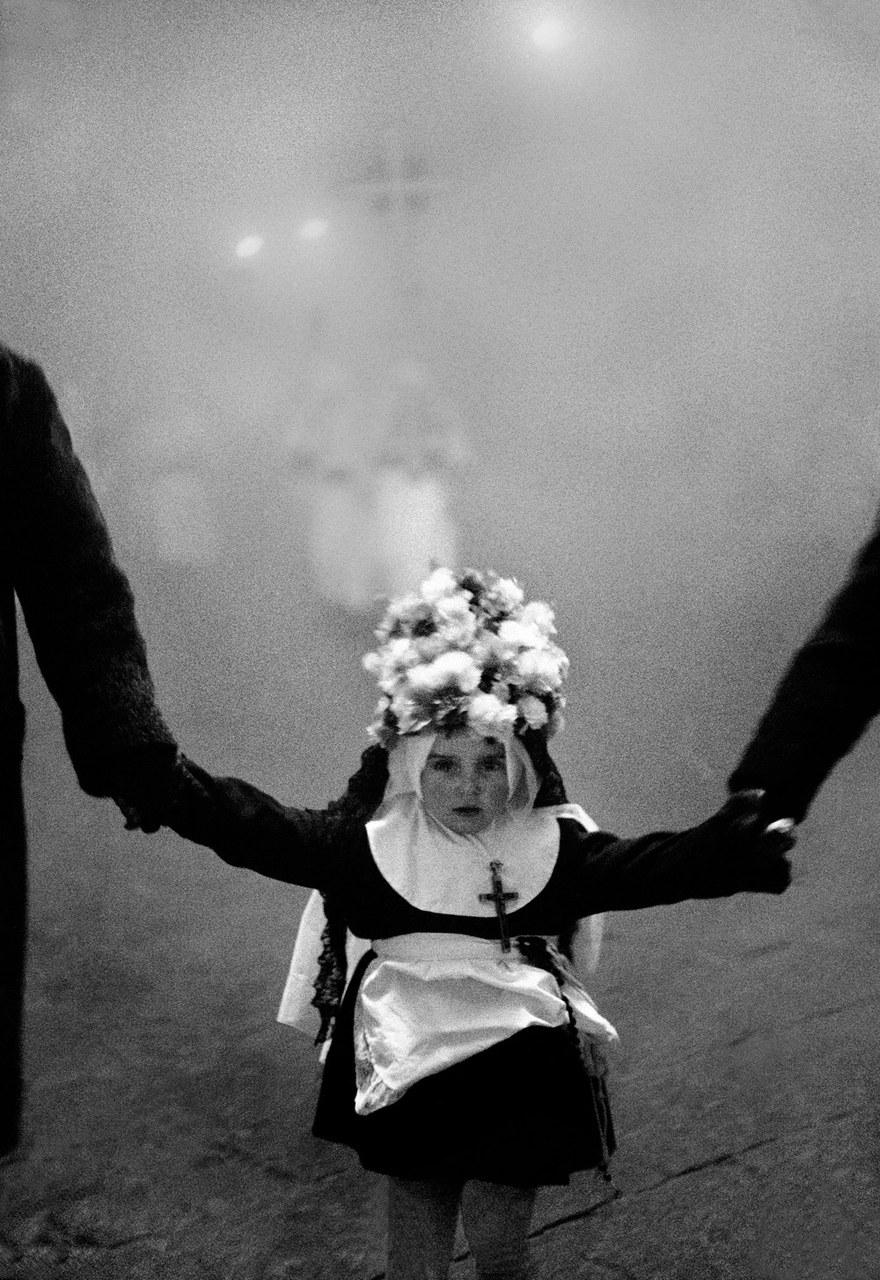 Processione del venerdì santo, Enna, 1962 © Ferdinando Scianna