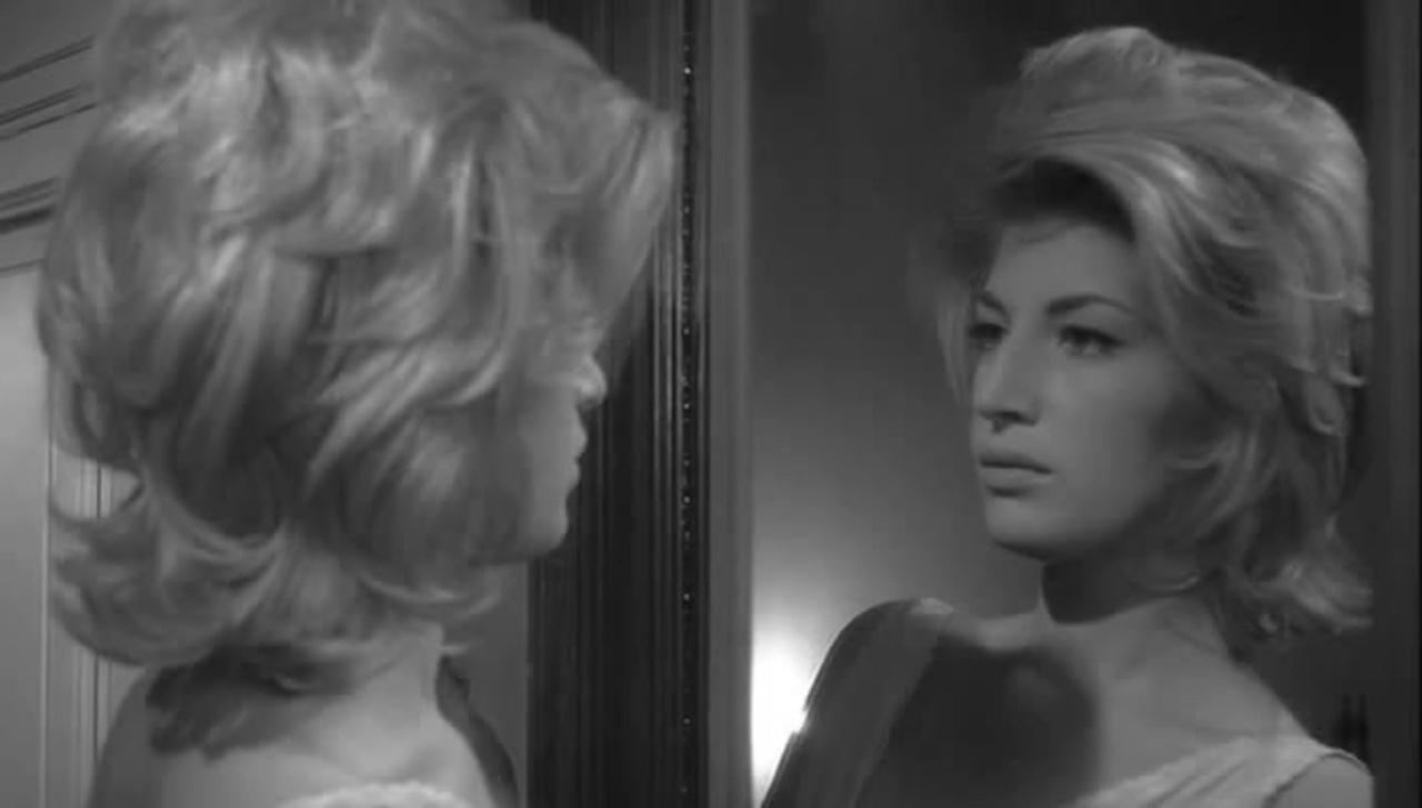 Monica Vitti in una scena di L'avventura di Michelangelo Antonioni, 1960