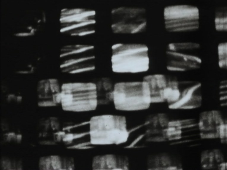 Franco Angeli, fotogramma da Schermi (1968-1969), film in 16mm, B/N, muto, 15'. Courtesy Archivio Franco Angeli