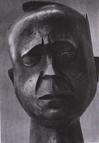 Mario Pecoraino, Ritratto di Leonardo Sciascia, bronzo, 1973