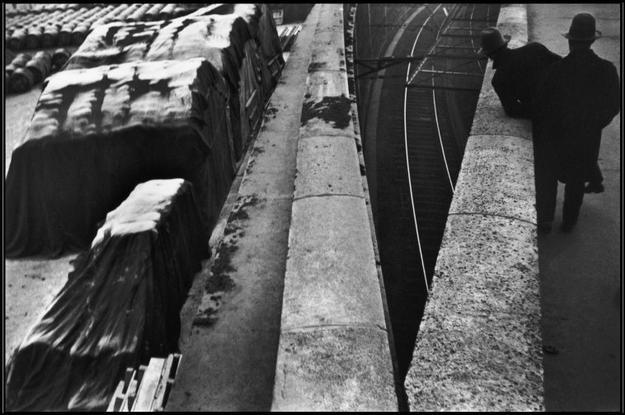 H. Cartier-Bresson, Quai St Bernard, vicino la stazione ferroviaria Gare d'Austerlitz, Parigi, Francia, 1932