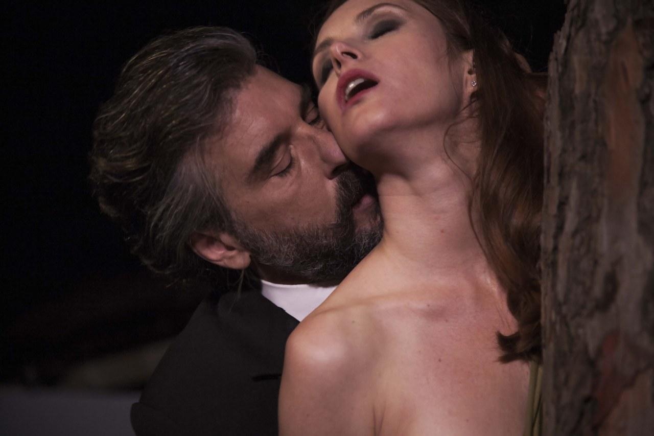 Janina Rudeska e Luca Lionello in una scena di Queen Kong